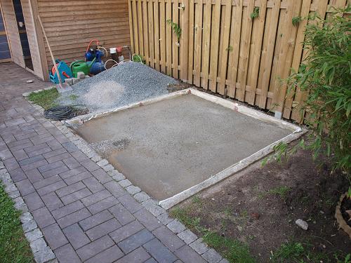 Praxisbeispiel gedammtes fundament fur den for Whirlpool garten mit große pflanzkübel beton